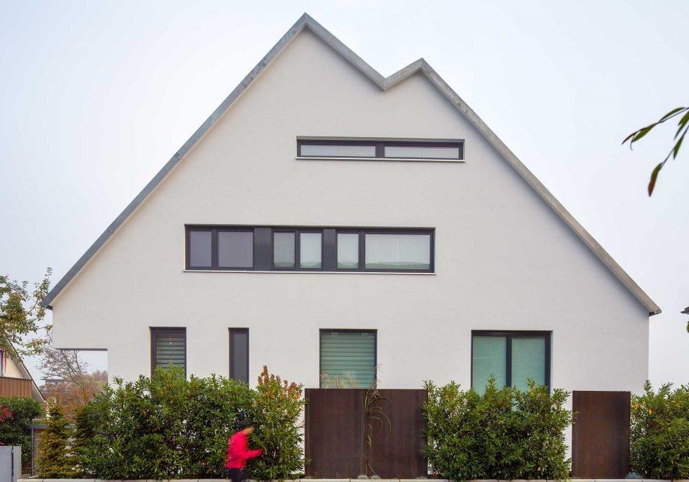 81-12-urselarchitekt-de-bauhaus-fassade-strasse-01